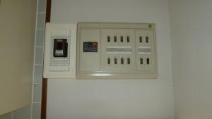 充電設備取り付けの配電盤